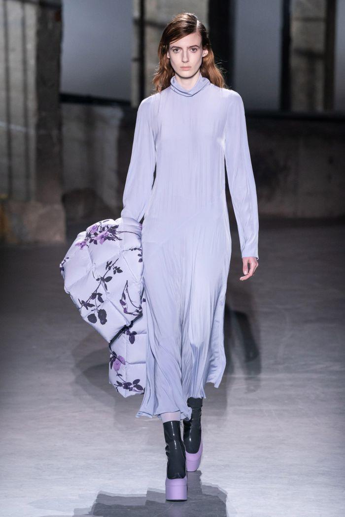 Модное длинное сиреневое платье Dries Van Noten