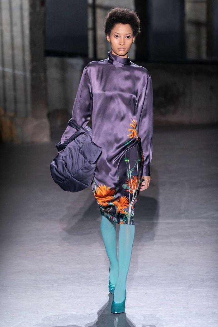 Модное фиолетовое платье Dries Van Noten