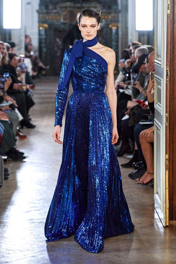 Синее блестящее платье Elie Saab
