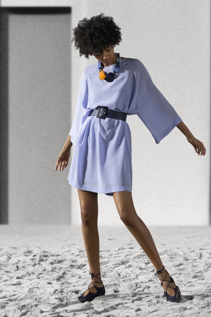 Модное сиреневое платье Emporio Armani