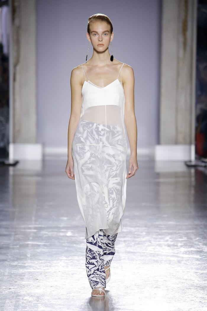 С чем носить платье в бельевом стиле. Образ из коллекции Gabriele Colangelo