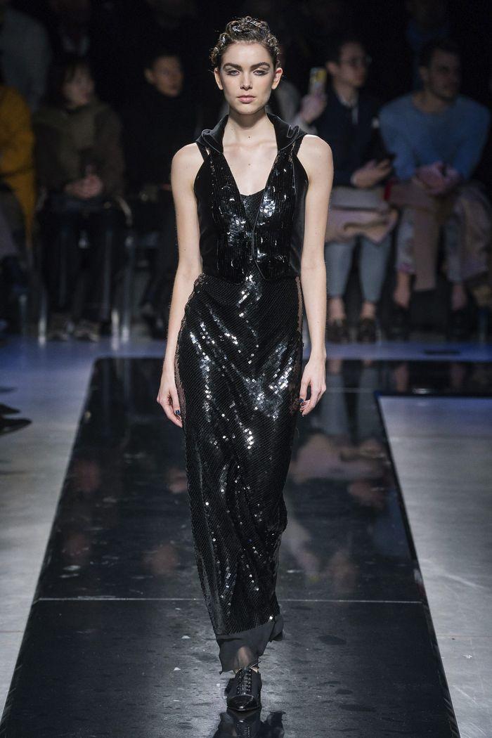 Черное блестящее платье Giorgio Armani