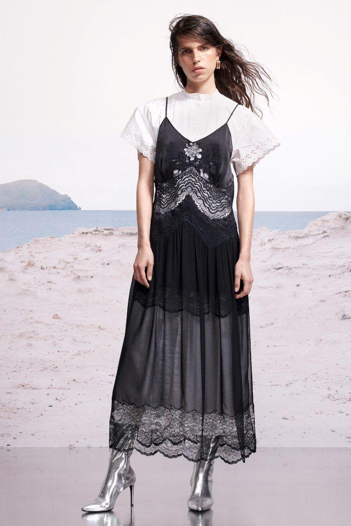 С чем носить платье в бельевом стиле. Образ из коллекции Paco Rabanne