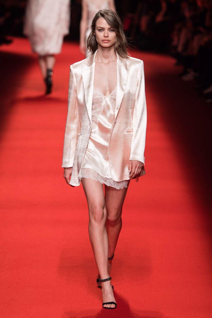 С чем носить платье в бельевом стиле. Образ из коллекции Philosophy di Lorenzo Serafini