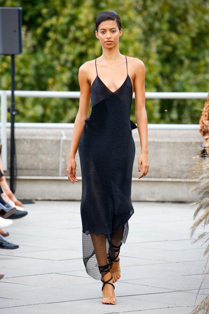 Черное платье-комбинация Roland Mouret