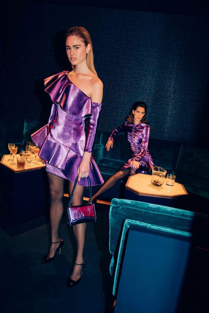 Модное фиолетовое платье Sara Battaglia
