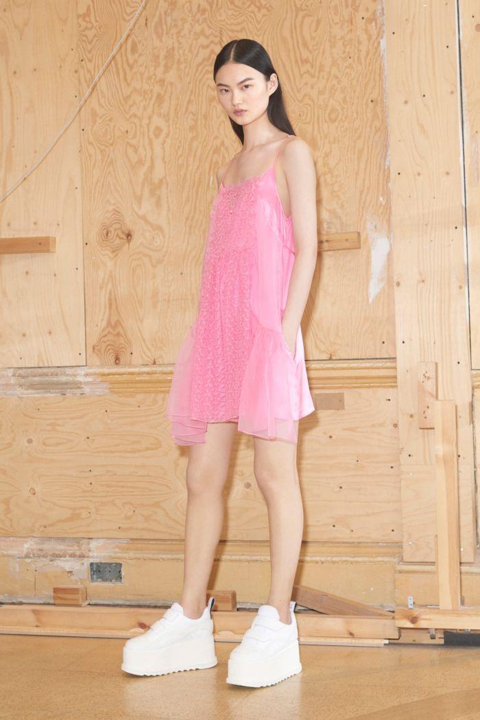 С чем носить платье в бельевом стиле. Образ из коллекции Stella McCartney
