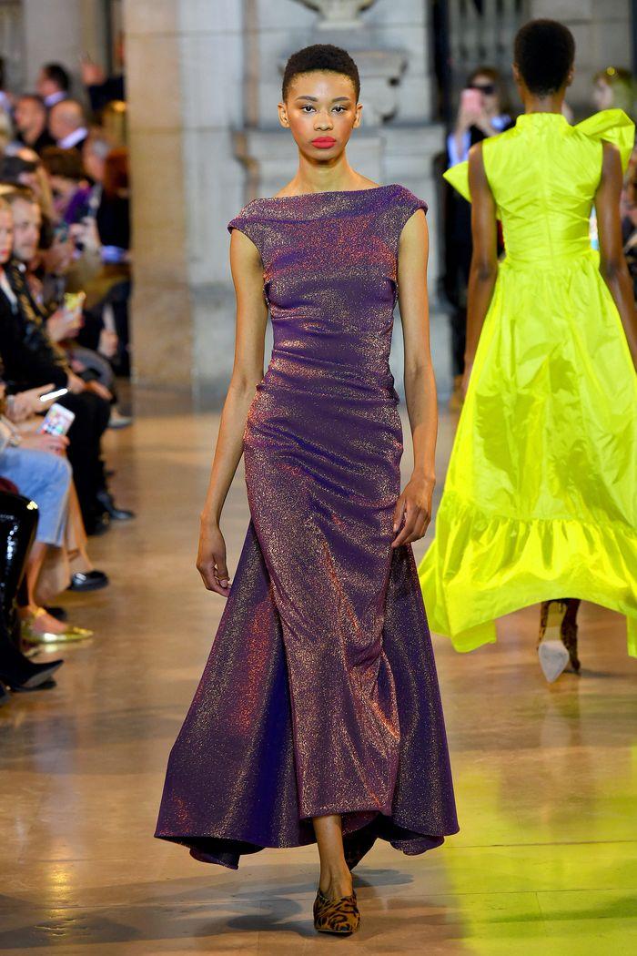 Модное фиолетовое платье Talbot Runhof
