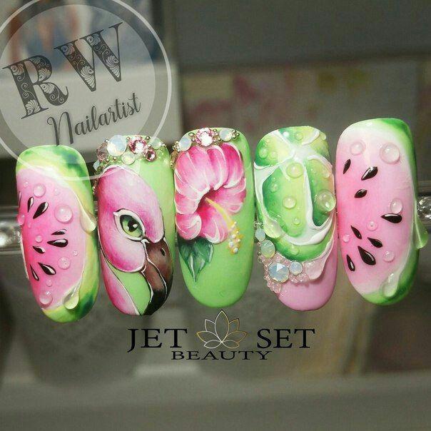Дизайн ногтей с фламинго