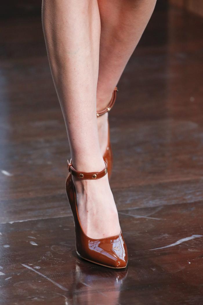 Туфли к коричневому платью