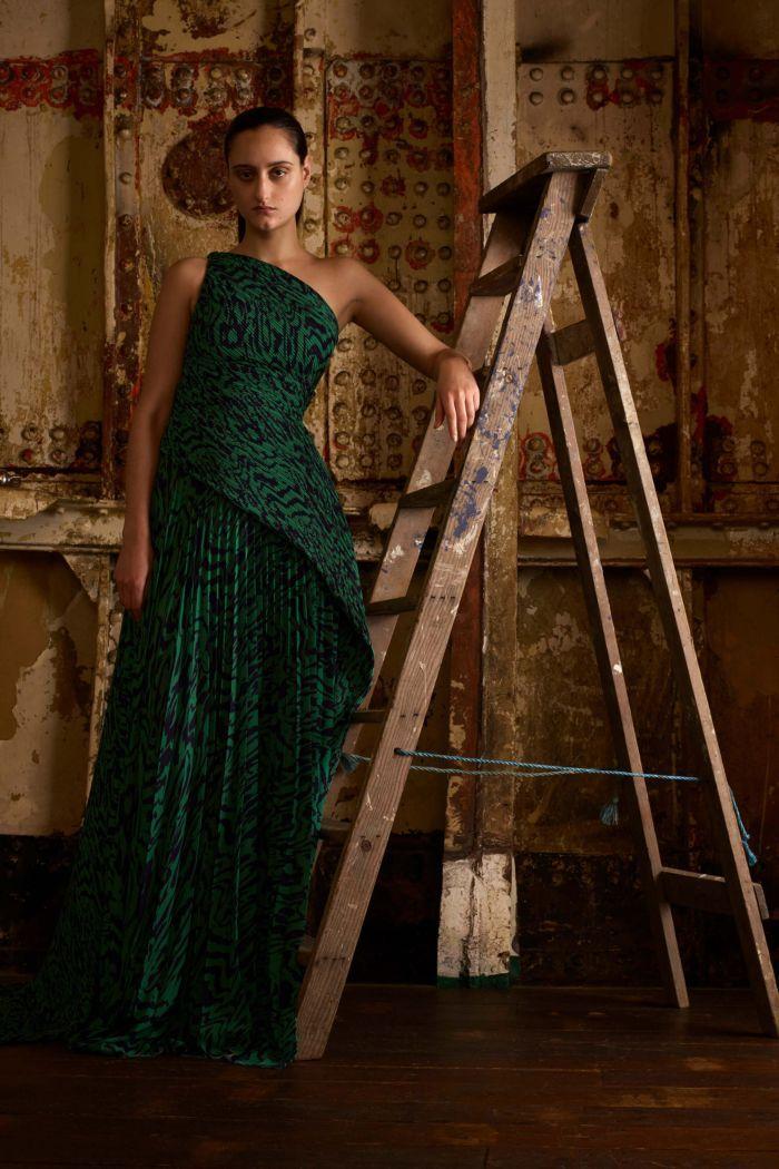 Длинное изумрудное платье Solace London