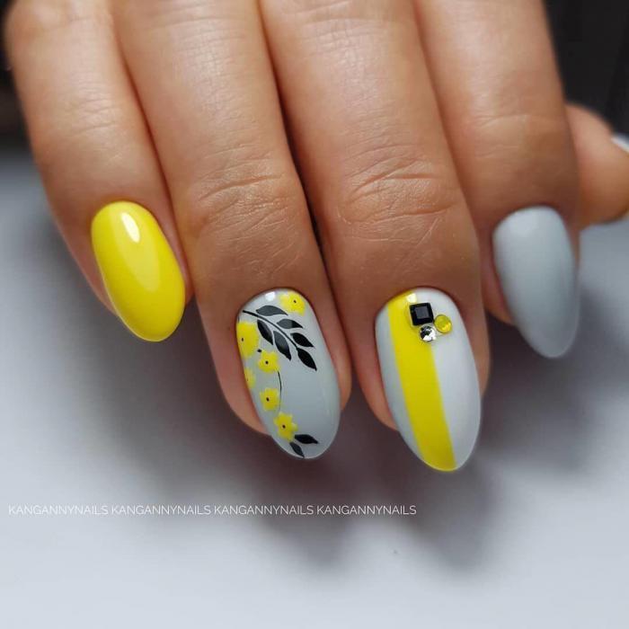 Желтый маникюр: 80 фото