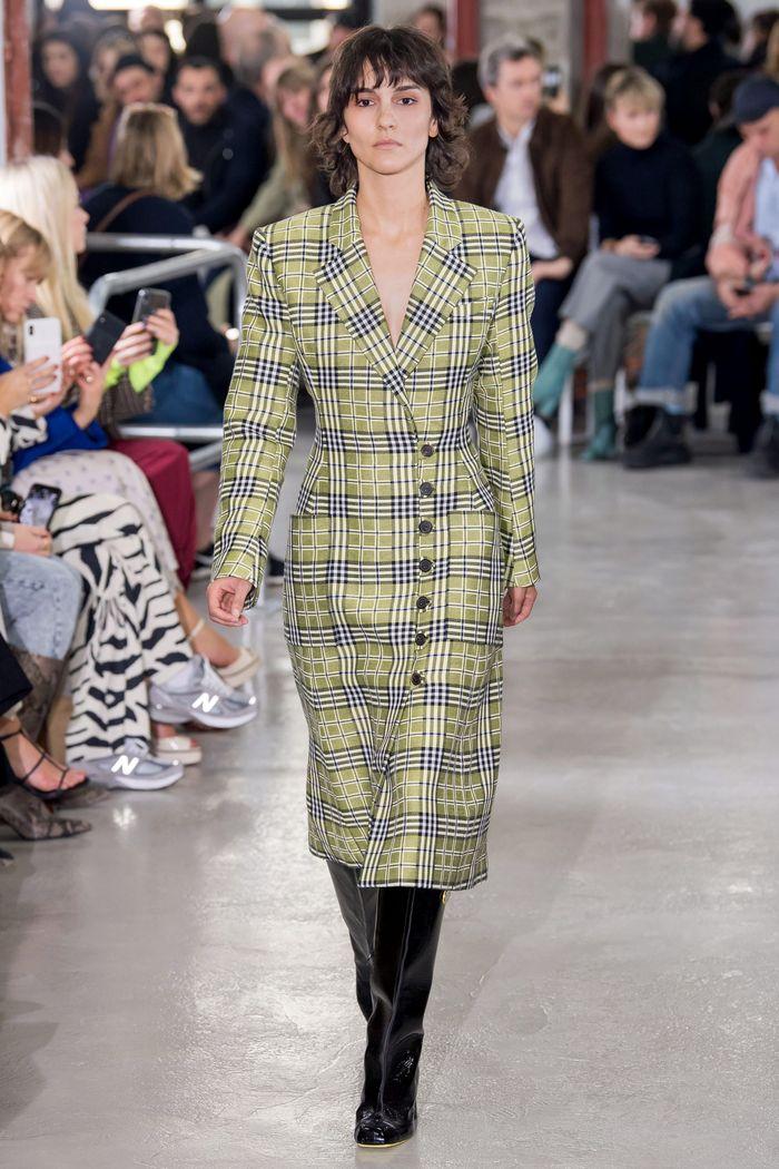 Модное пальто в клетку осень-зима 2019-2020 из коллекции Aalto