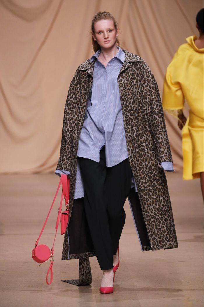 Модное леопардовое пальто осень-зима 2019-2020 из коллекции Alexandr Rogov