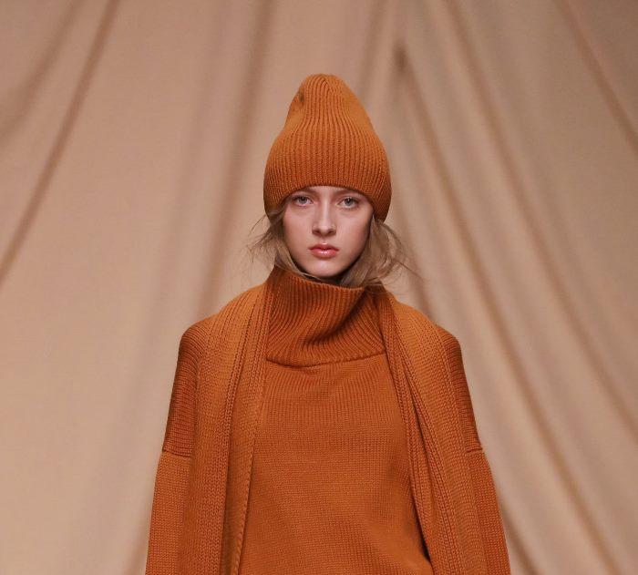 Модная шапка из коллекции Alexandr Rogov