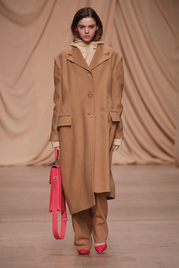 Модное длинное пальто осень-зима 2019-2020 из коллекции Alexandr Rogov