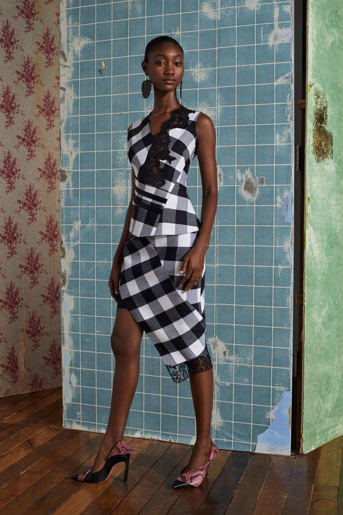 Модное платье в черно-белую клетку Altuzarra