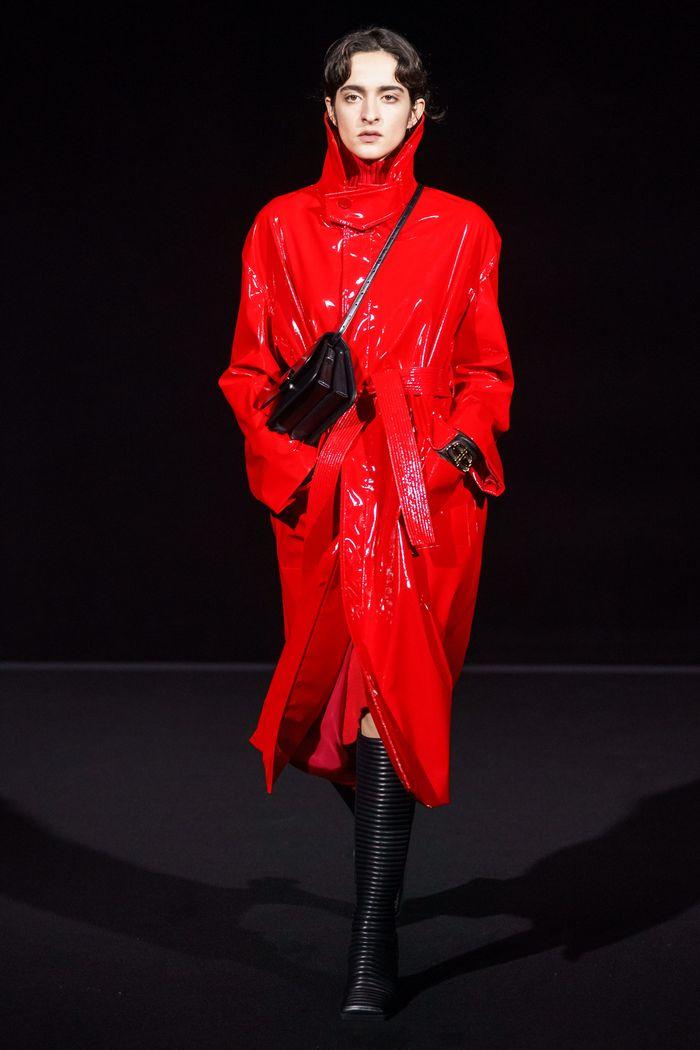 Модное виниловое пальто осень-зима 2019-2020 из коллекции Balenciaga