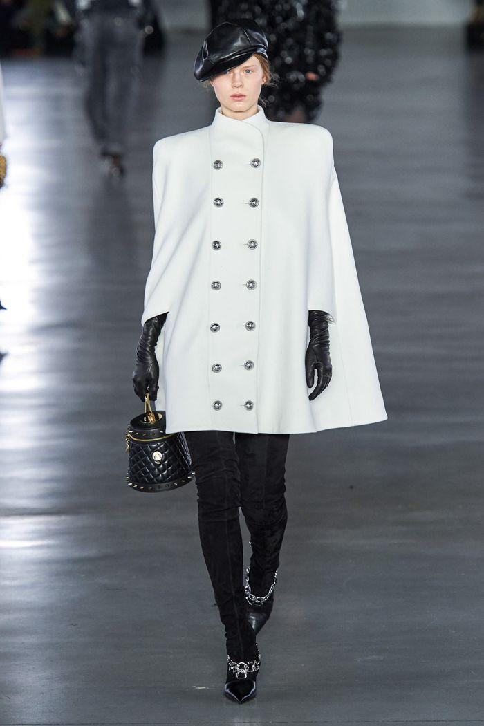 Модное пальто кейп осень-зима 2019-2020 из коллекции Balmain
