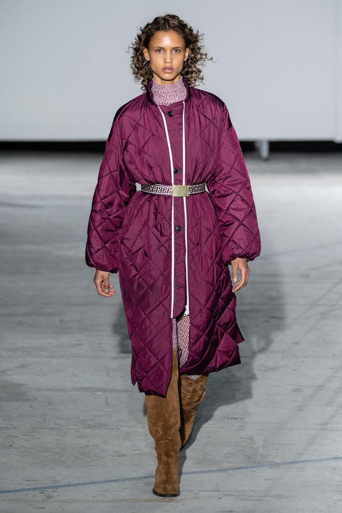 Модное стеганное пальто осень-зима 2019-2020 из коллекции Baum und Pferdgarten