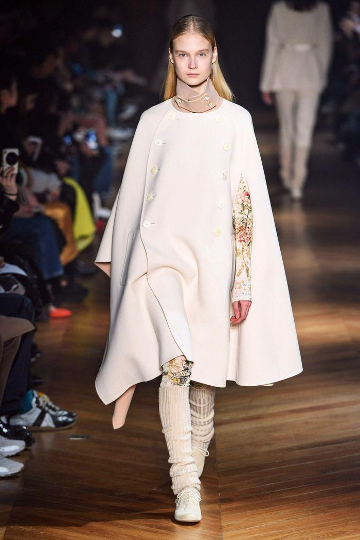 Модное пальто кейп осень-зима 2019-2020 из коллекции Beautiful People