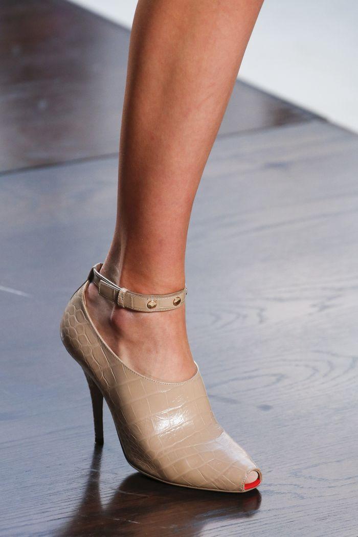 Модный цвет обуви лето 2019. Коллекция Burberry