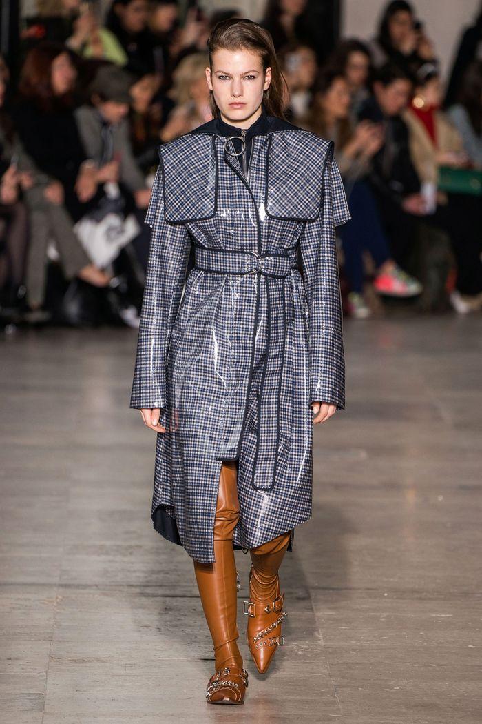 Модное виниловое пальто осень-зима 2019-2020 из коллекции Cédric Charlier