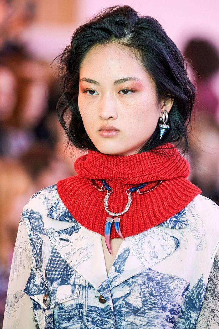 С чем носить модное платье