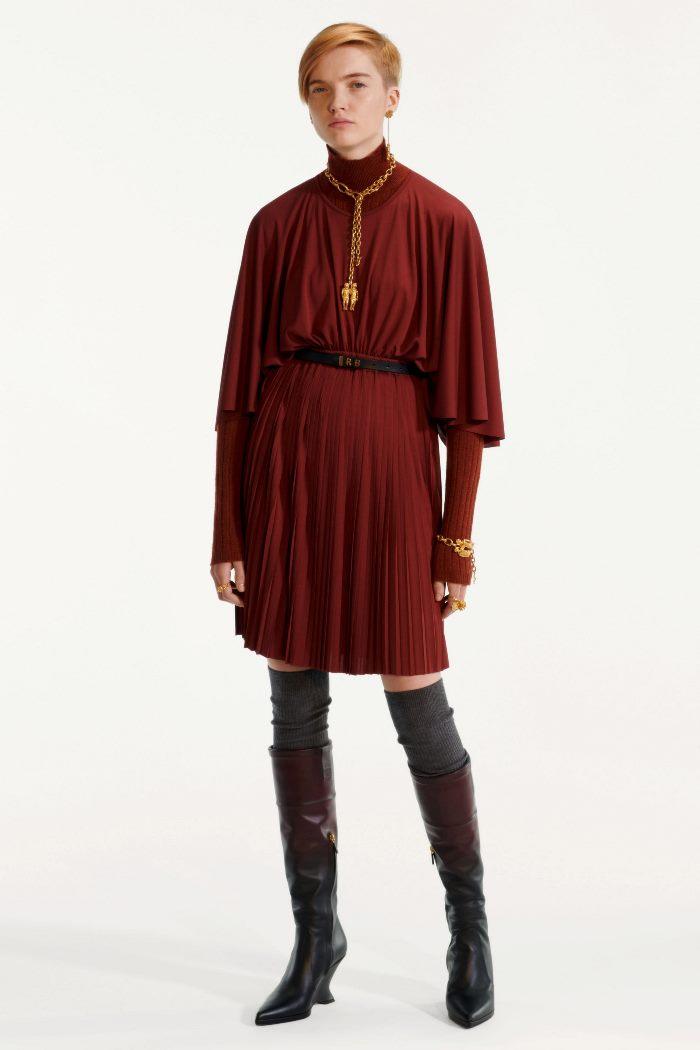 Модное короткое бордовое платье Christian Dior