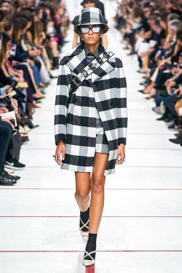 Модное пальто в клетку осень-зима 2019-2020 из коллекции Christian Dior