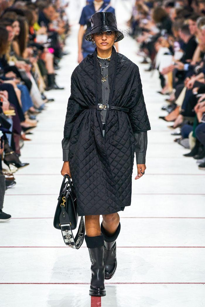 Модное стеганное пальто осень-зима 2019-2020 из коллекции Christian Dior
