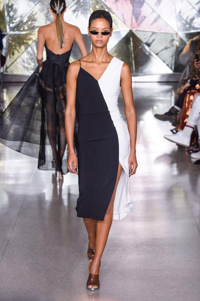Модное черно-белое платье Christian Siriano