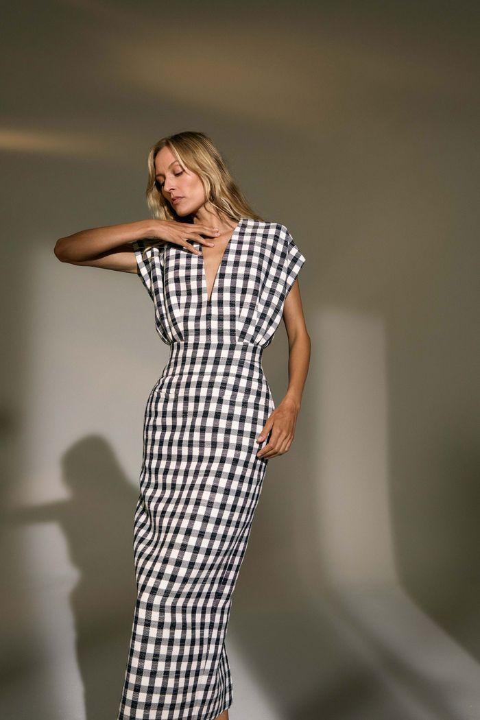 Модное платье в черно-белую клетку Derek Lam