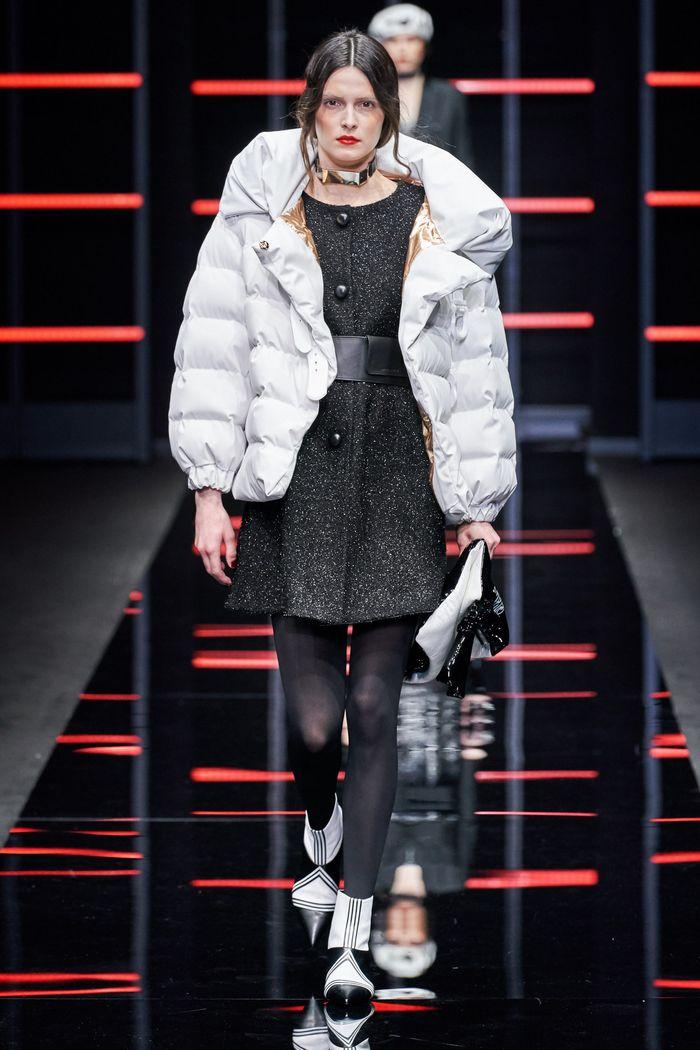 Модный короткий пуховик осень-зима 2019-2020 Emporio Armani