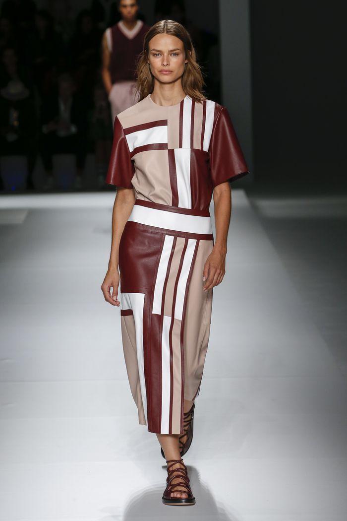 Бежево-бордовое платье Hugo Boss