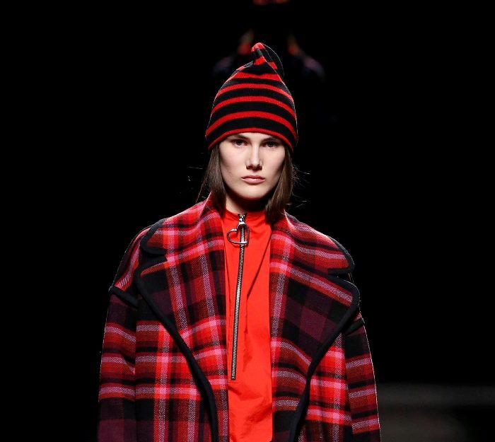 Модная шапка из коллекции Juan Vidal