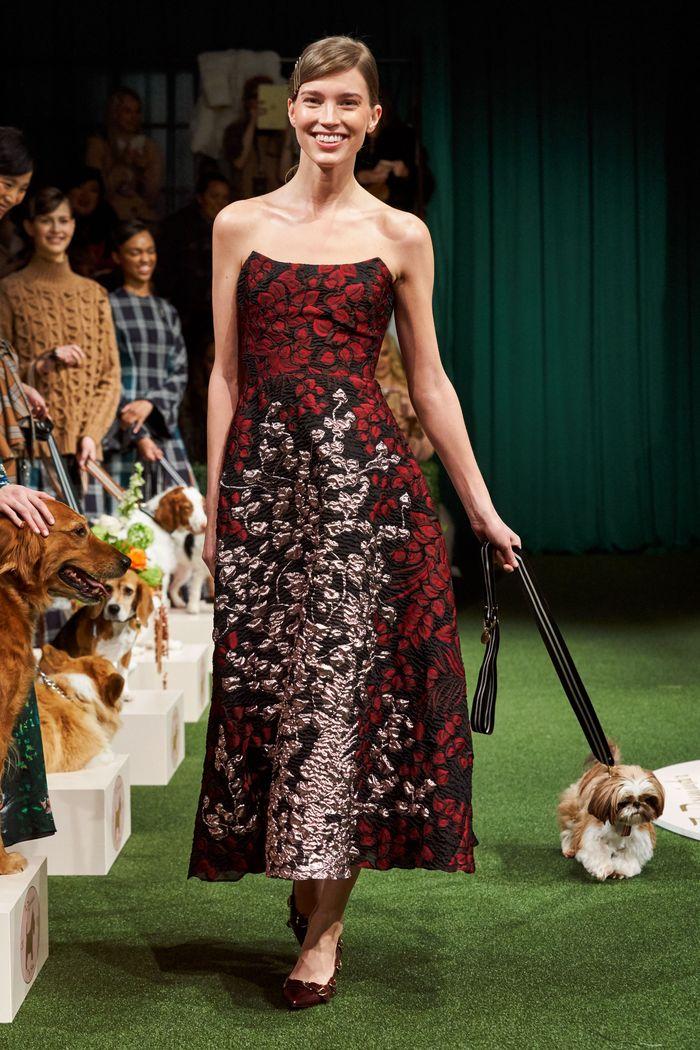 Бордовое платье с цветами Lela Rose