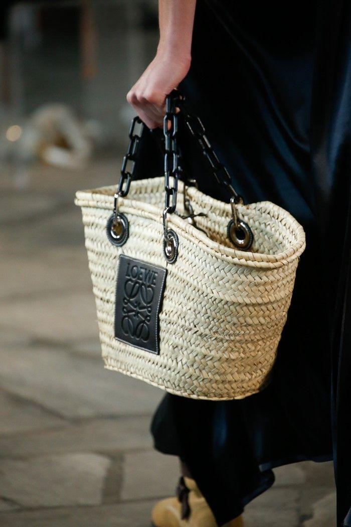Модный цвет сумок на лето 2019. Коллекция Loewe