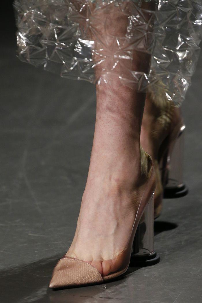 Модный цвет обуви. Коллекция Mary Katrantzou