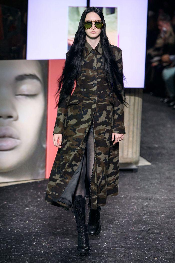 Модное пальто милитари осень-зима 2019-2020 из коллекции Miu Miu