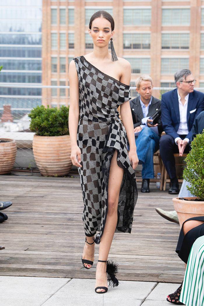 Модное платье в черно-белую клетку Oscar de la Renta