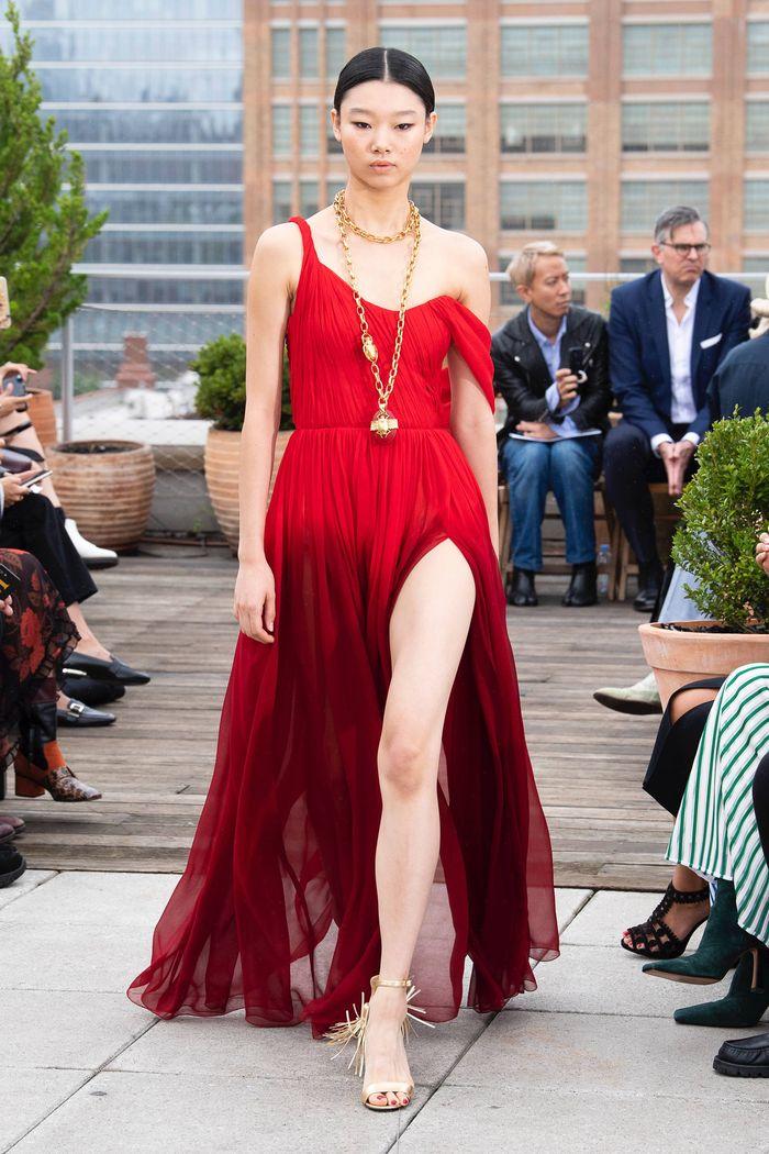 Красно-бордовое платье Oscar de la Renta