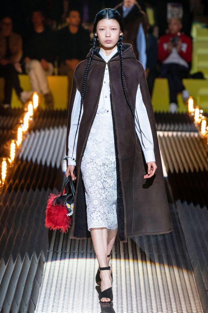 Модное пальто кейп осень-зима 2019-2020 из коллекции Prada