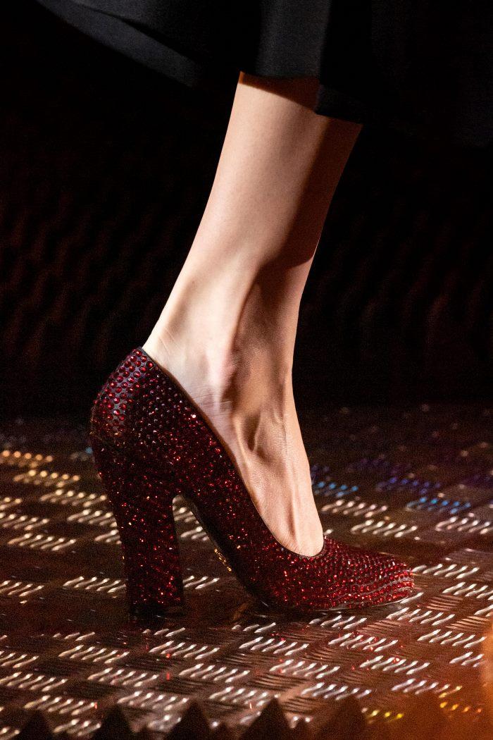 Обувь к бордовому платью. Коллекция Prada