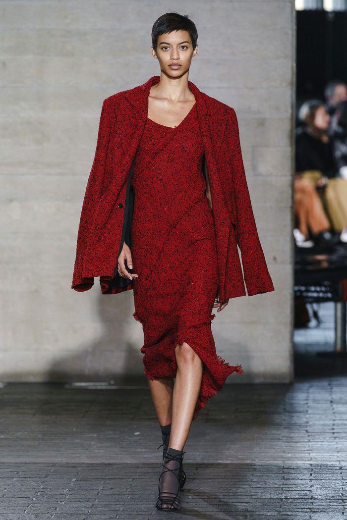 Бордовое платье из коллекции Roland Mouret