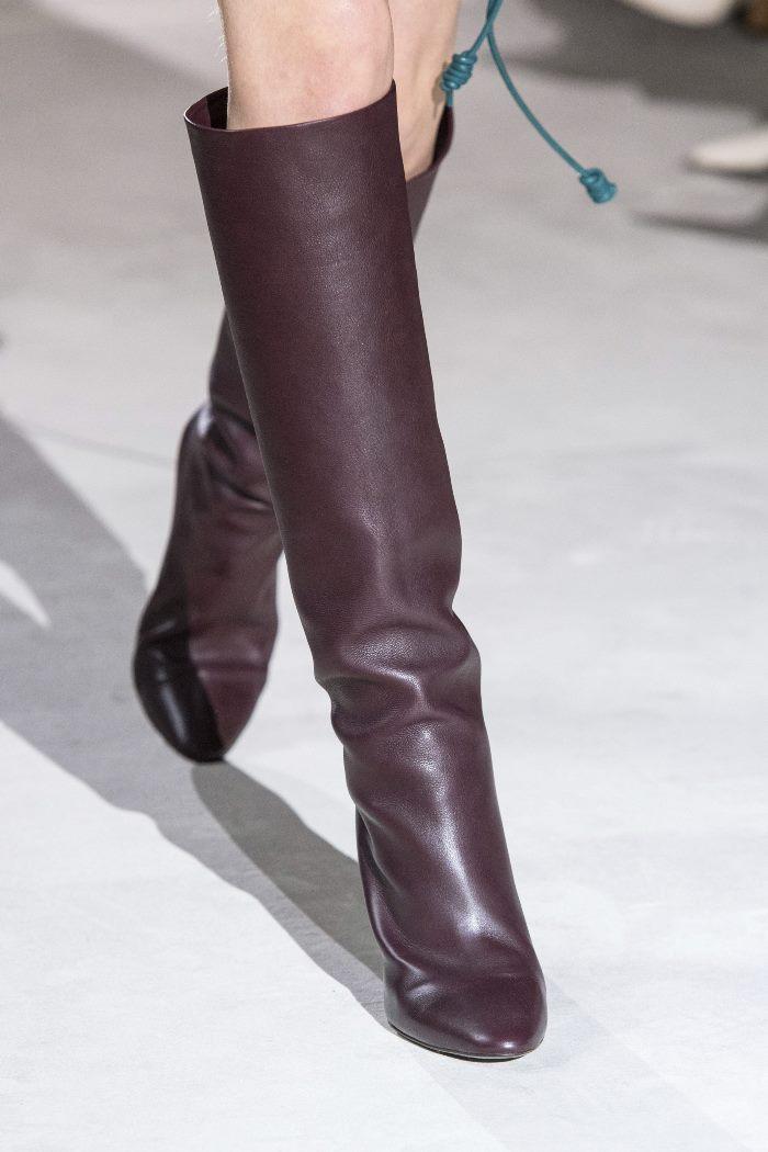 Обувь к бордовому платью. Коллекция Salvatore Ferragamo