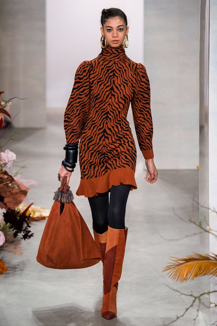Модное платье осень-зима с анималистичным принтом Ulla Johnson