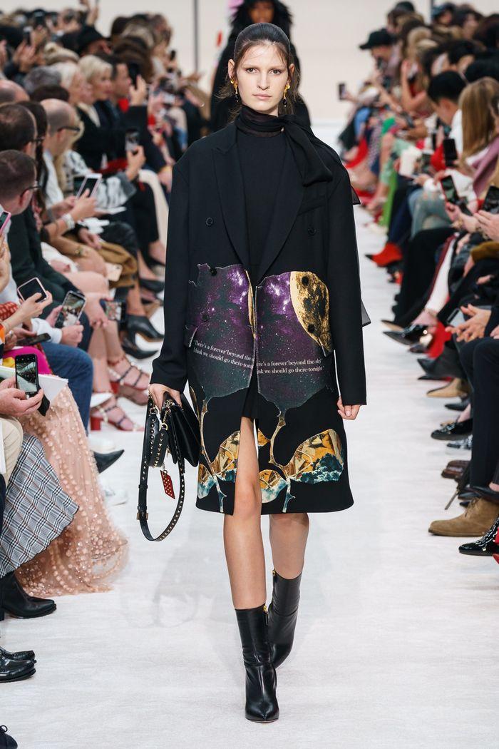 Модное пальто с принтом осень-зима 2019-2020 из коллекции Valentino