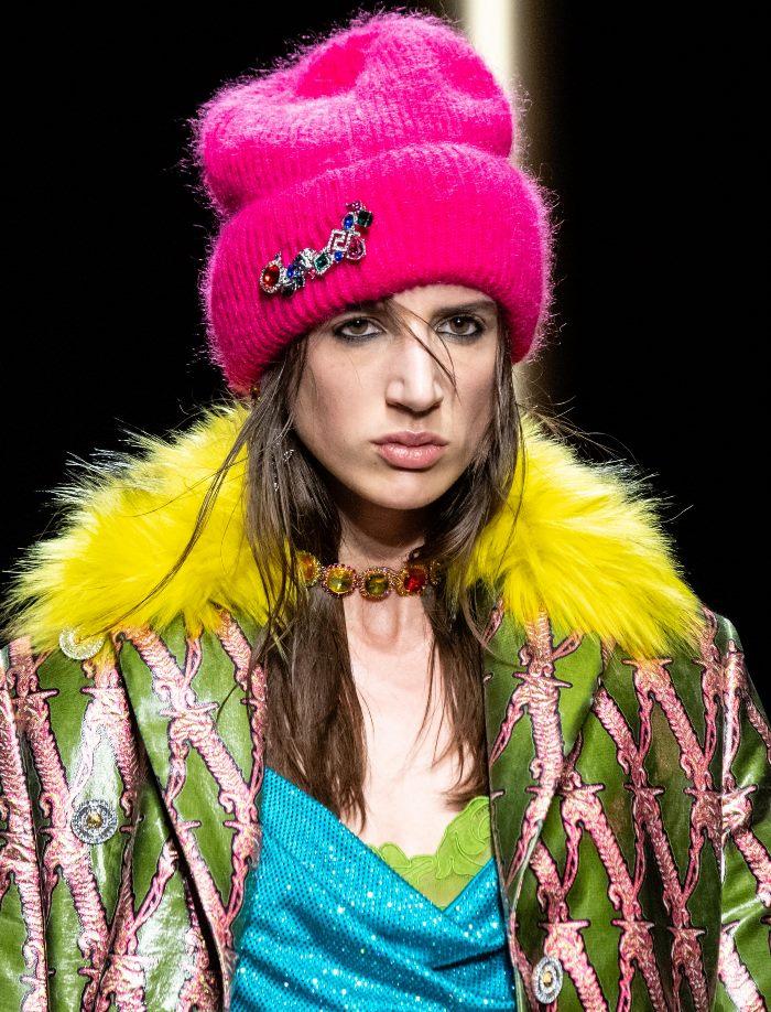Модная шапка из коллекции Versace