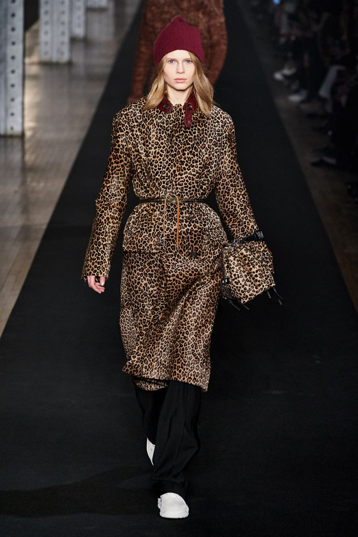 Модное леопардовое пальто осень-зима 2019-2020 из коллекции Zadig & Voltaire